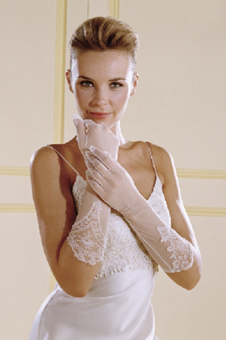 How To Choose Gloves Matching With Your Wedding Dress