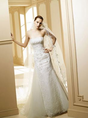 The Strapless Sheath Wedding Gown Makes Bride So Sexy Slim Waist Designing And Semi Cathedral Train Matches With Each Other Long Is