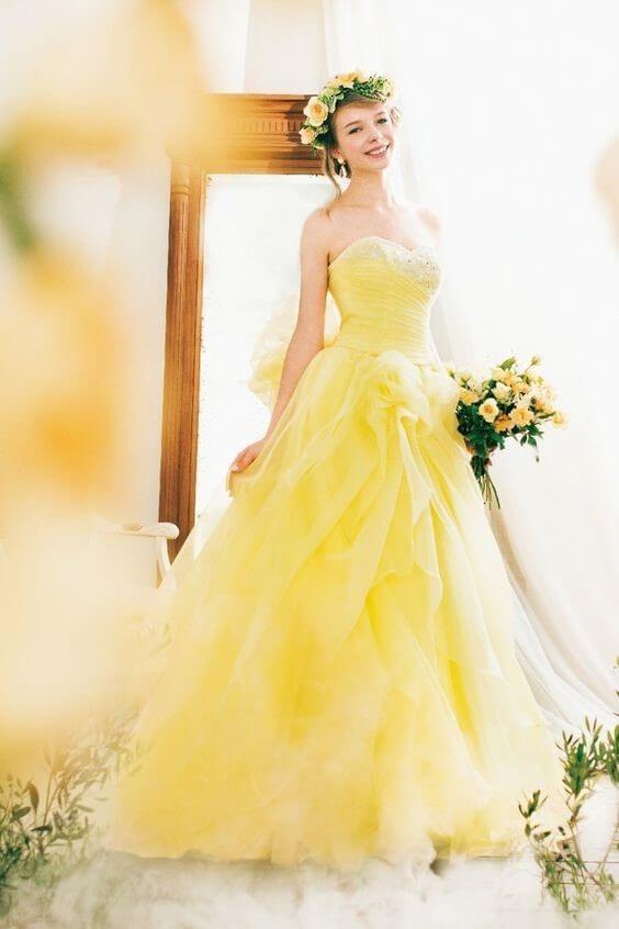 Light Yellow Wedding Dress - Symbol of Happiness and Wisdom