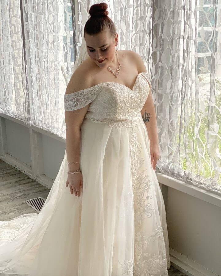 Trendy Off-the-Shoulder Wedding Dress in Ivory