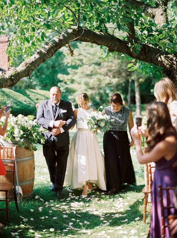 Garden Weddings: Brides's Parents Walked Her Down the Aisle