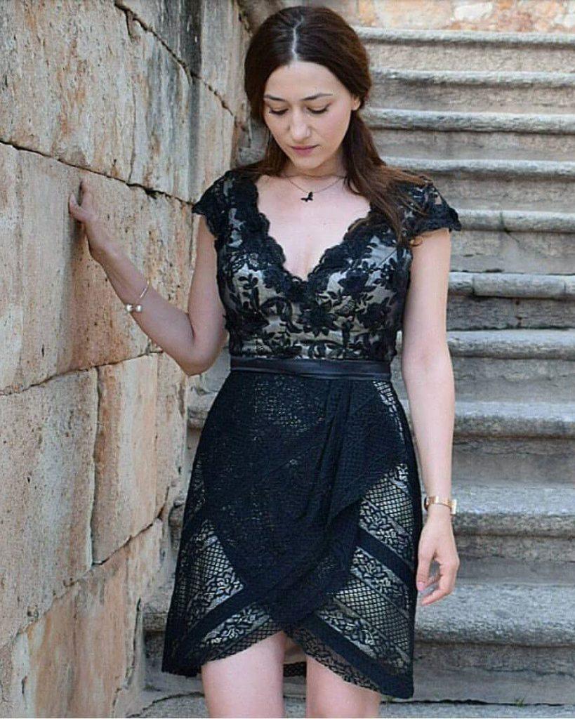 Sheath/Column V-neck Asymmetrical Lace Cocktail Dress With Bow(s)