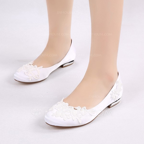 Women's Silk Like Satin Low Heel Closed Toe Flats With Applique (047133576)