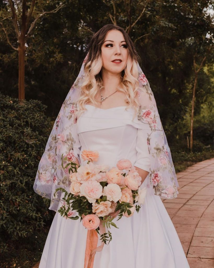 Ball-Gown/Princess Off-the-Shoulder Court Train Satin Wedding Dress