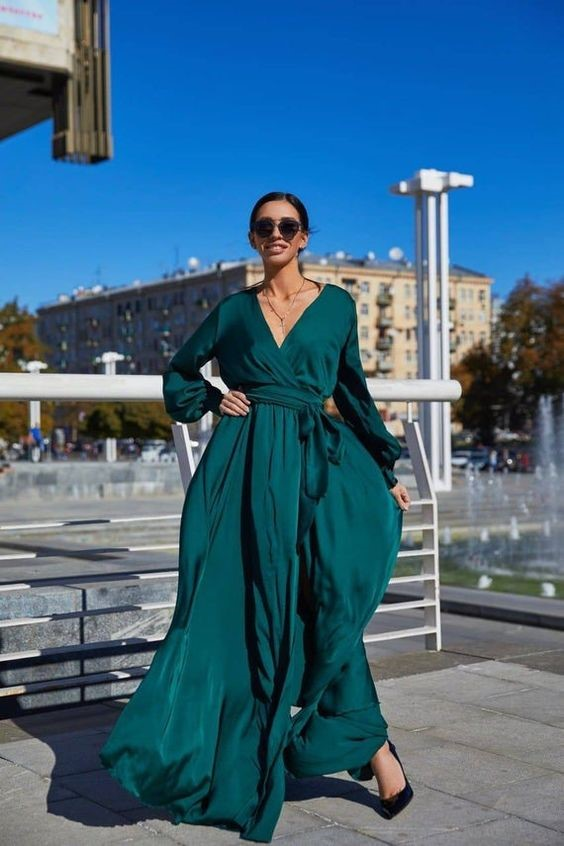 Emerald green wrap dress for brilliant and fabulous looks on a holiday season