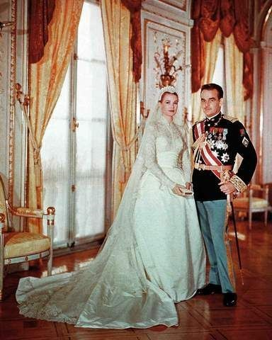 Grace Kelly Set the Trend of Long Sleeve Lace Bridal Gowns