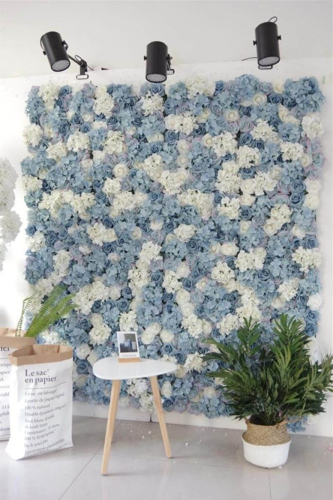 Wall made of artificial flowers