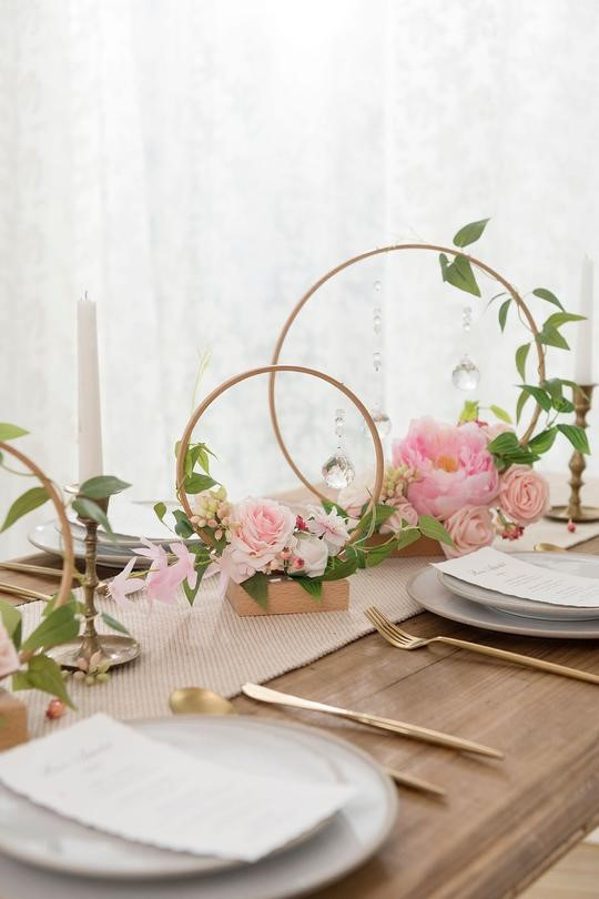 Wooden centerpieces with pearls and artificial flowers