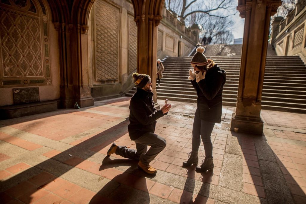 A guy proposing his girlfriend